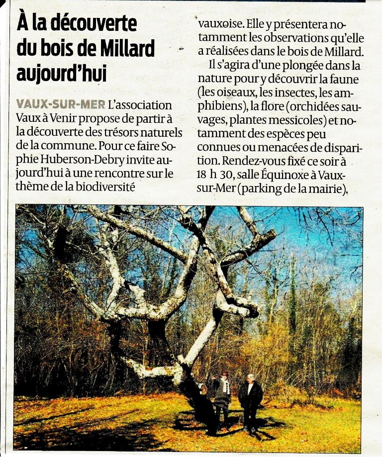 Michel Arignon et Sophie Huberson-Debry à côté d'un singulier cormier de 150 ans